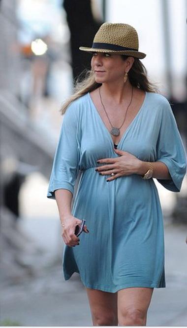Дженнифер Энистон все-таки беременна